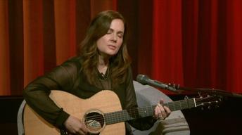 "Lori McKenna Performs ""Humble and Kind"""