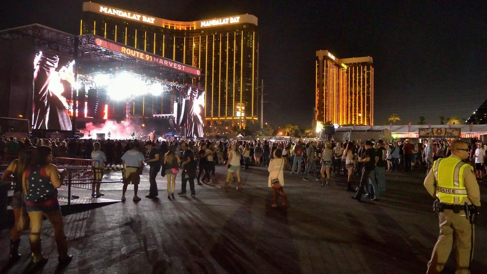 An outpouring of sorrow and help after Las Vegas massacre image