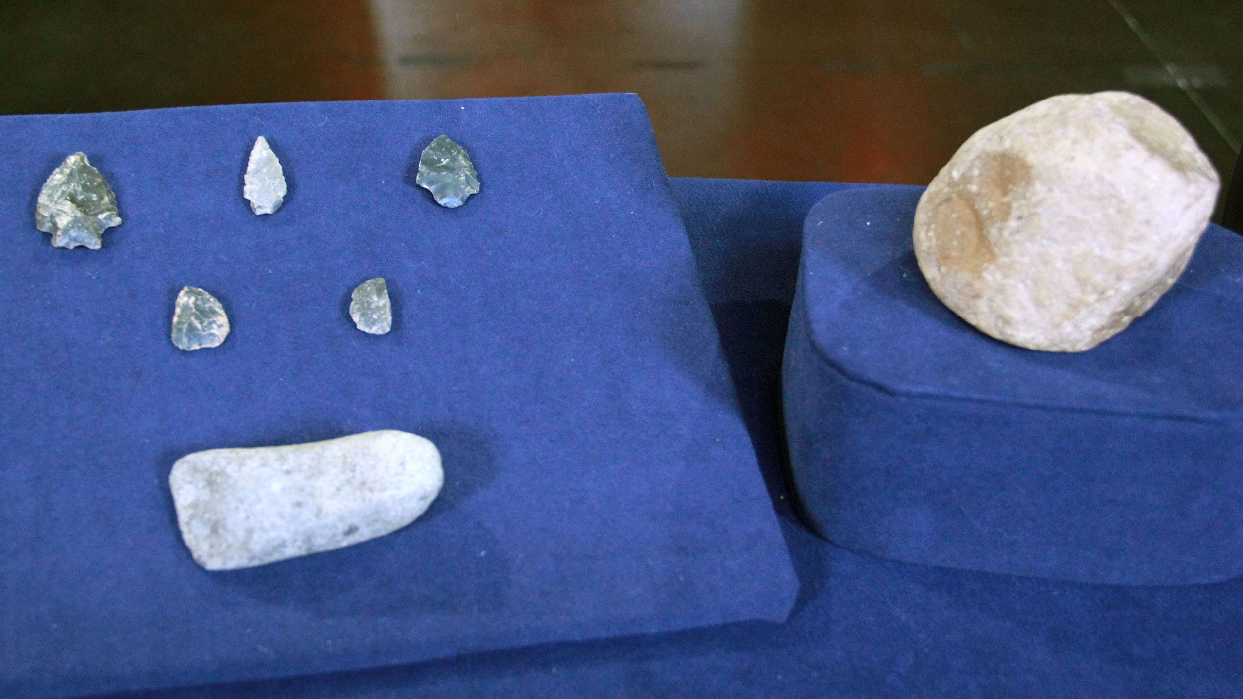 S21: Web Appraisal: Stone Tools & Flint Points Collection