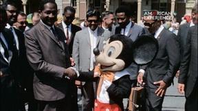 Image of Visitors to Disneyland