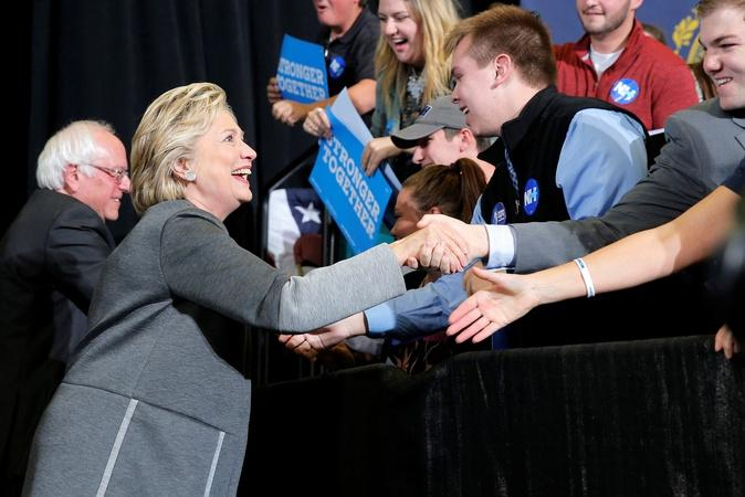 Clinton works to win over young voters