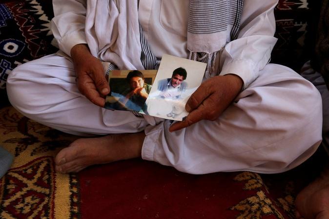 News Wrap: Pakistani city shuts down to mourn massacre
