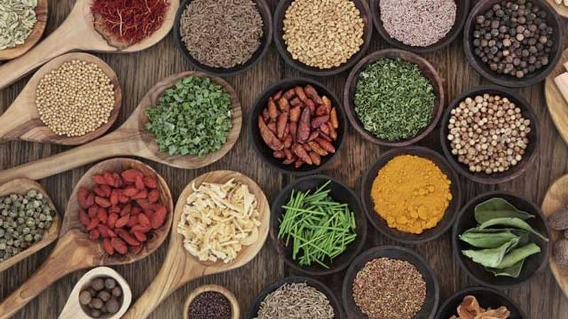 8 Herbs and Spices That Fight Disease