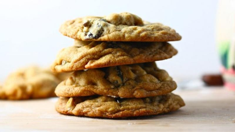 Bake Mouthwatering White Chocolate Chip Cookies