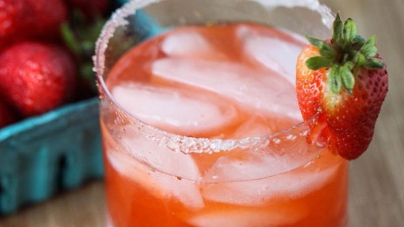 Drink a Strawberry Honey Smash