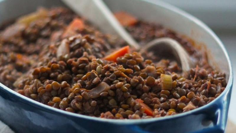 Prepare Lentils Stewed in Tomatoes and Red Wine