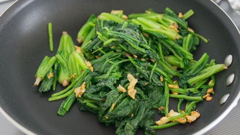 Learn the Benefits of Blanching Your Spinach