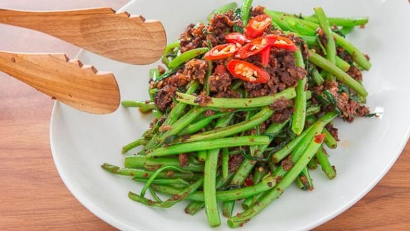Make a Kangkung for a Vitamin-Rich Meal