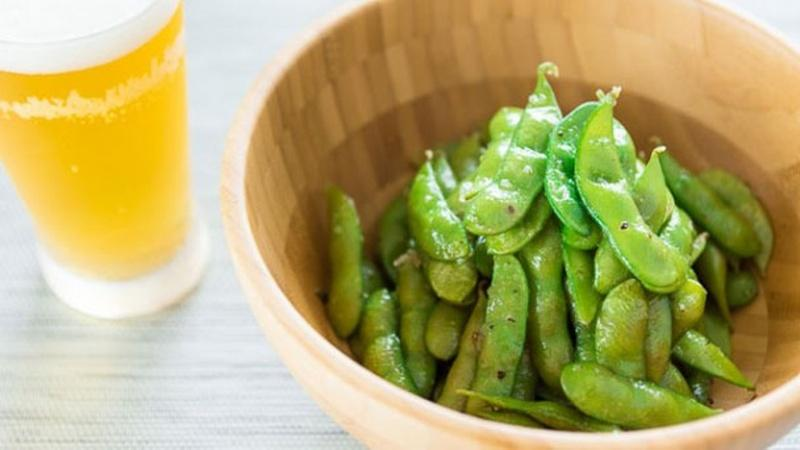 Try Garlic Edamame for an Irresistible Snack
