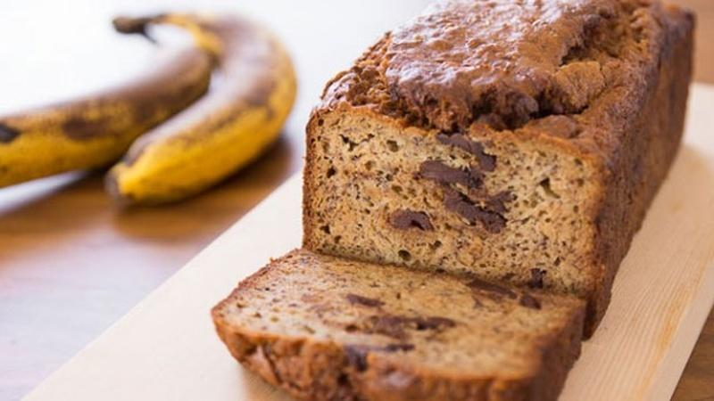 Bake Peanut Butter Chocolate Chunk Banana Bread