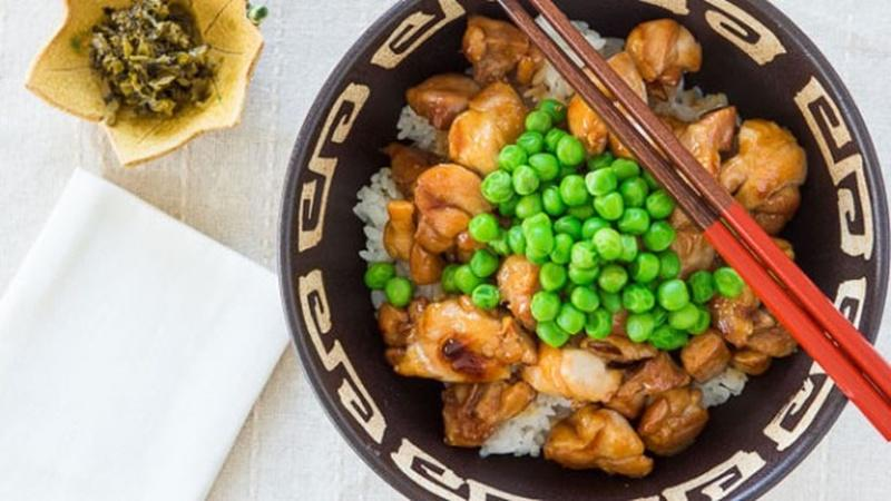 Pan-fry a Bowl of Teriyaki Chicken for an Easy Lunch