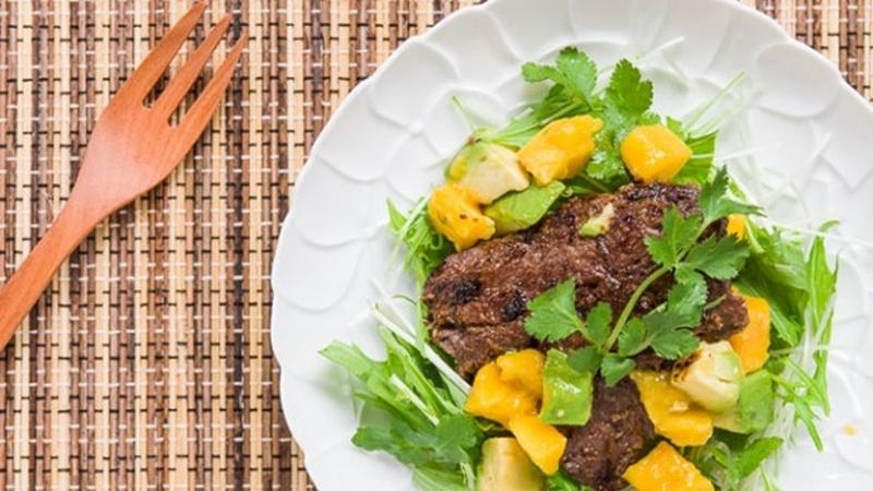 Prepare Tropical Beef Salad for a Flavor-packed Appetizer
