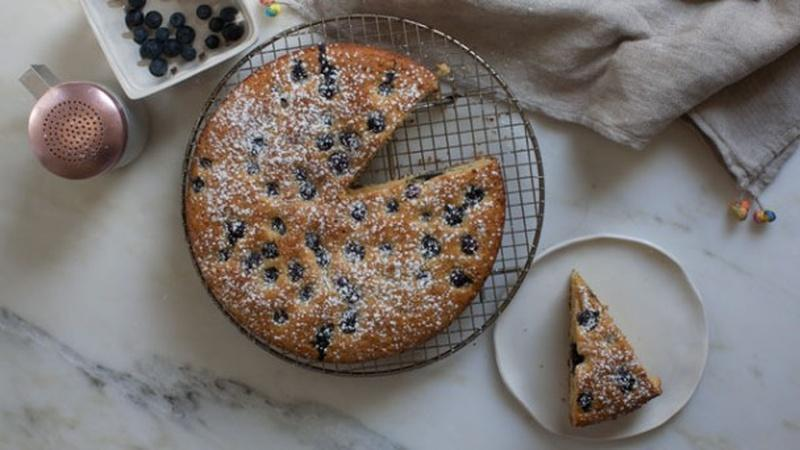 Bake a Honey Cornbread Snacking Cake