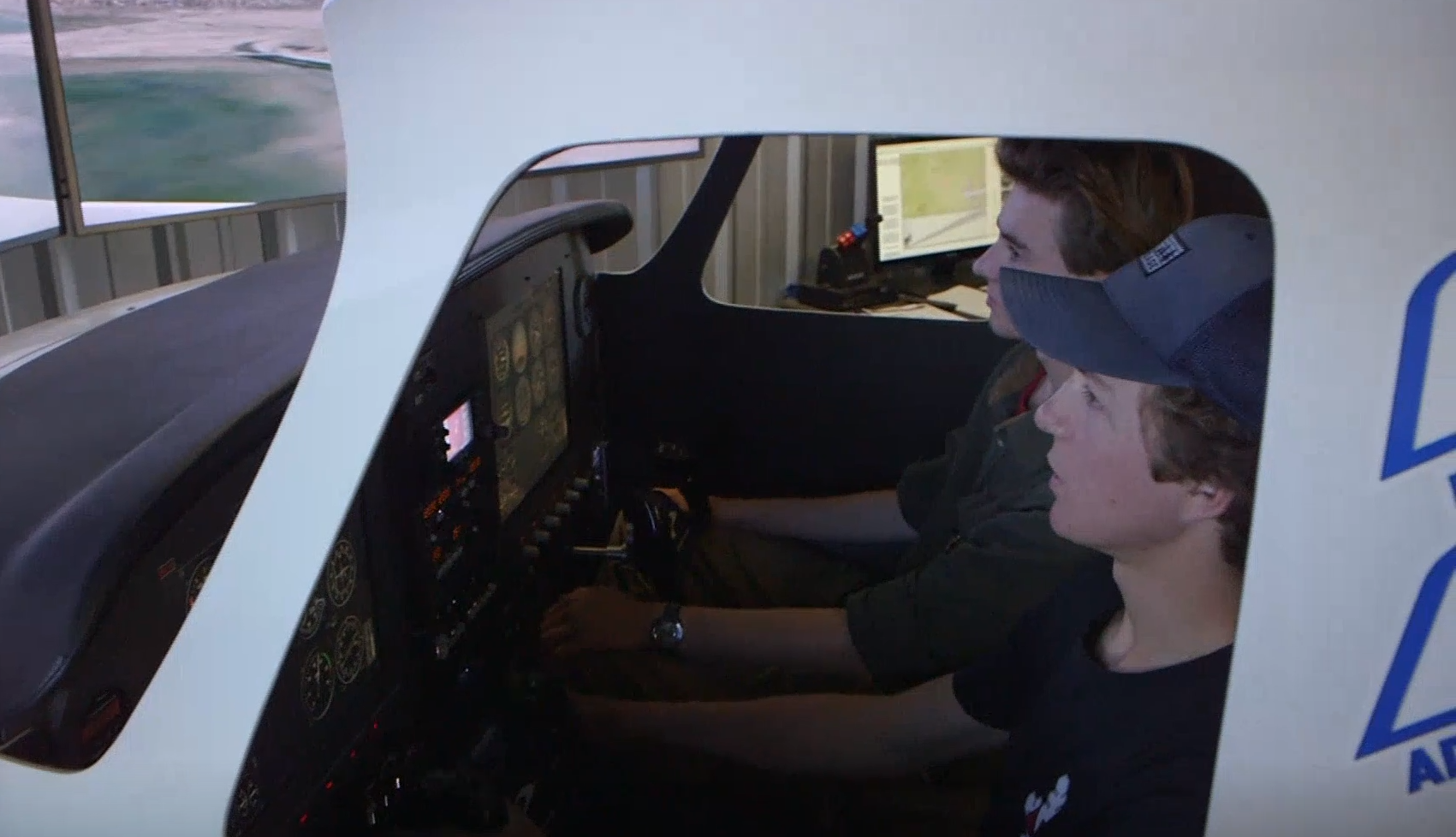 Oregon high school students learn aviation on an FAA flight simulator