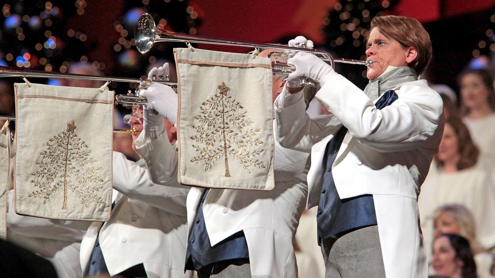 """The Tabernacle Choir & Orchestra at Temple Square perform """"Hark the Herald Angels Sing."""""""