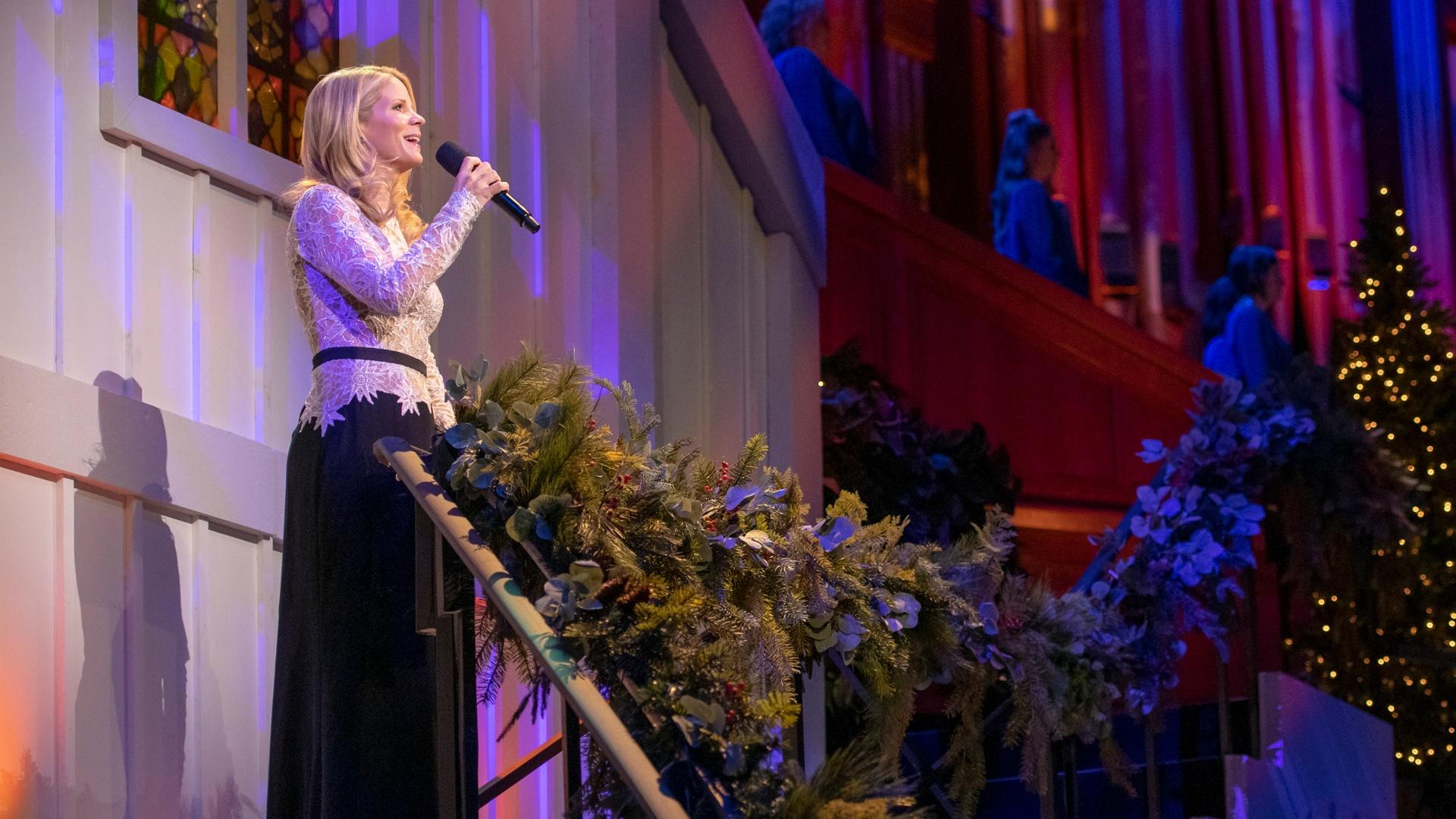 Kristin Chenoweth singing with The Tabernacle Choir behind her.