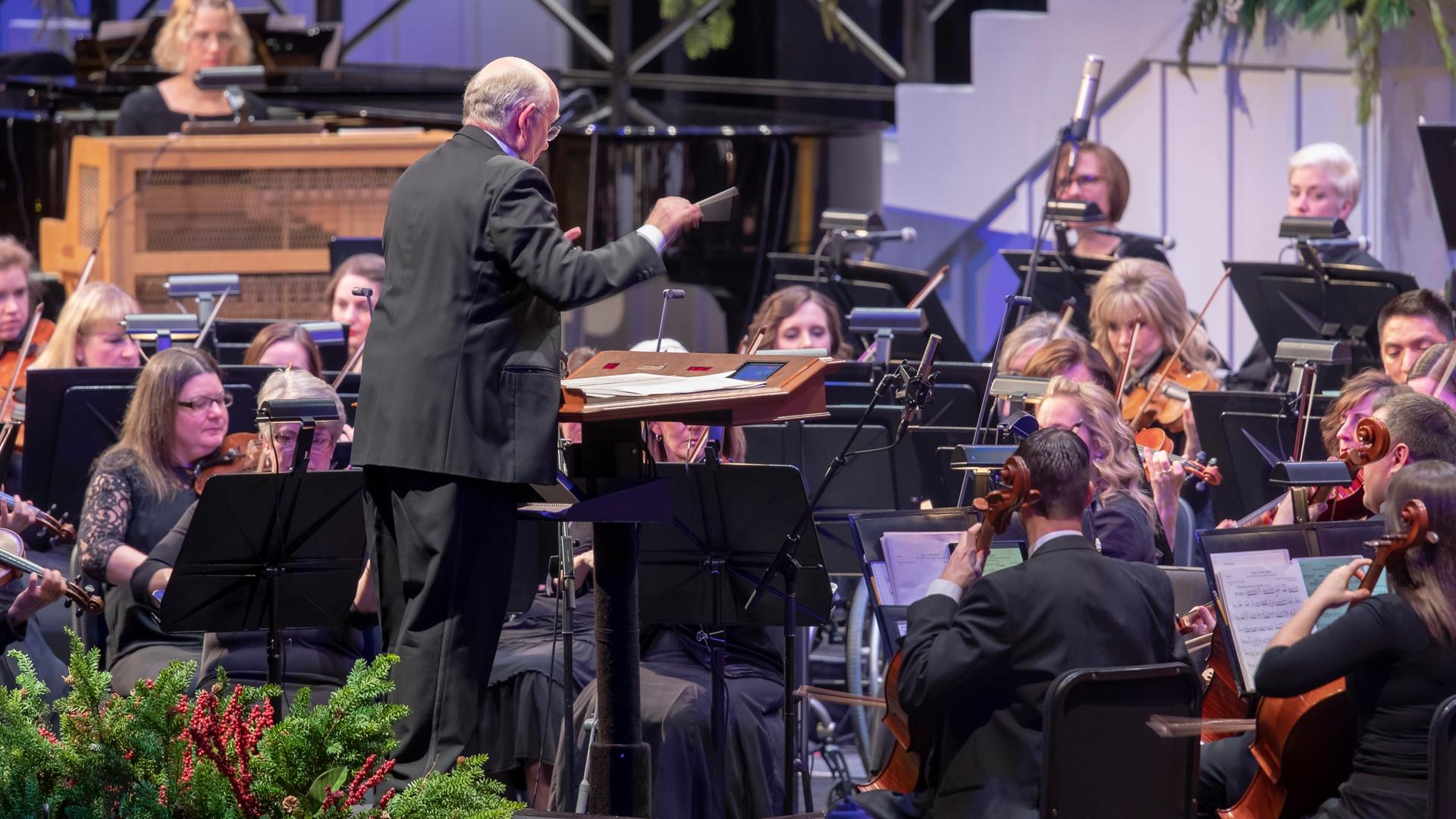 Dr. Mack Wilberg conductions The Orchestra at Temple Square
