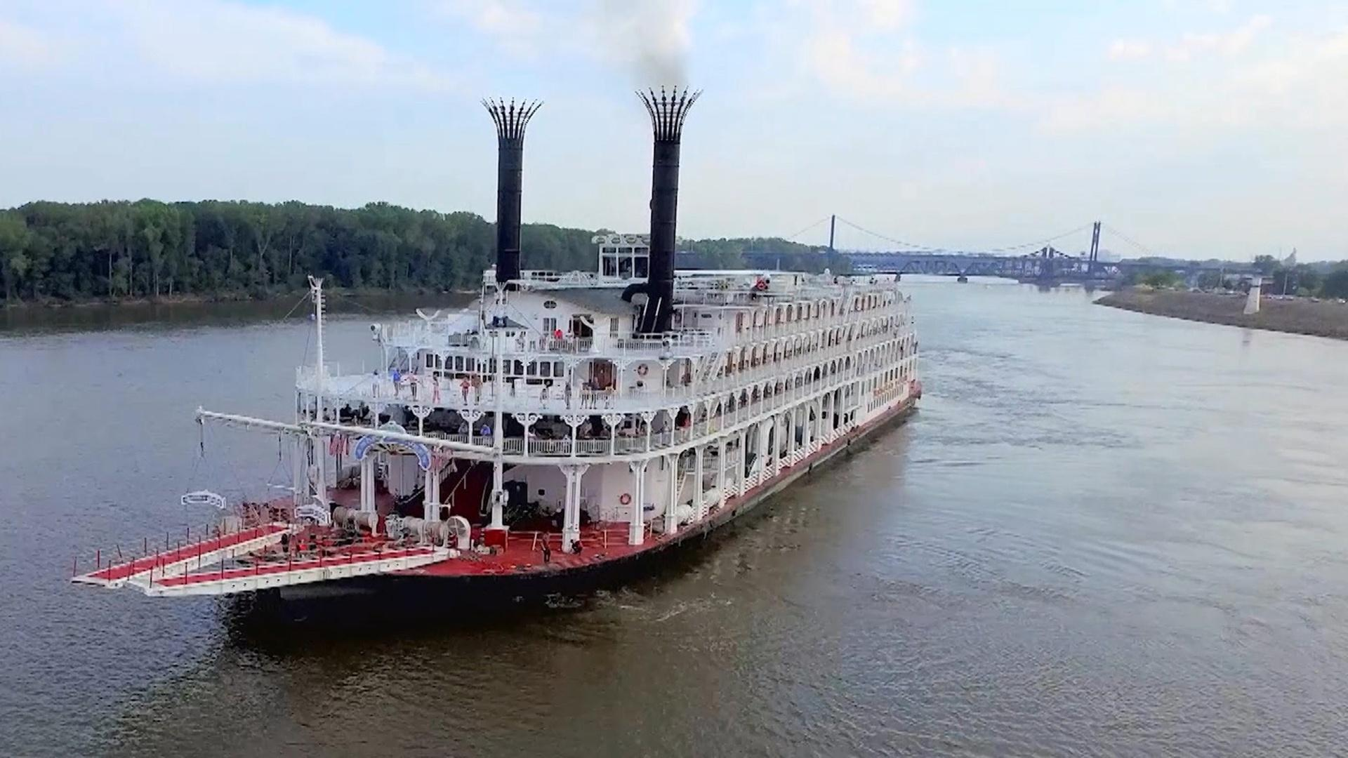 front view of the American Queen on the Mississippi