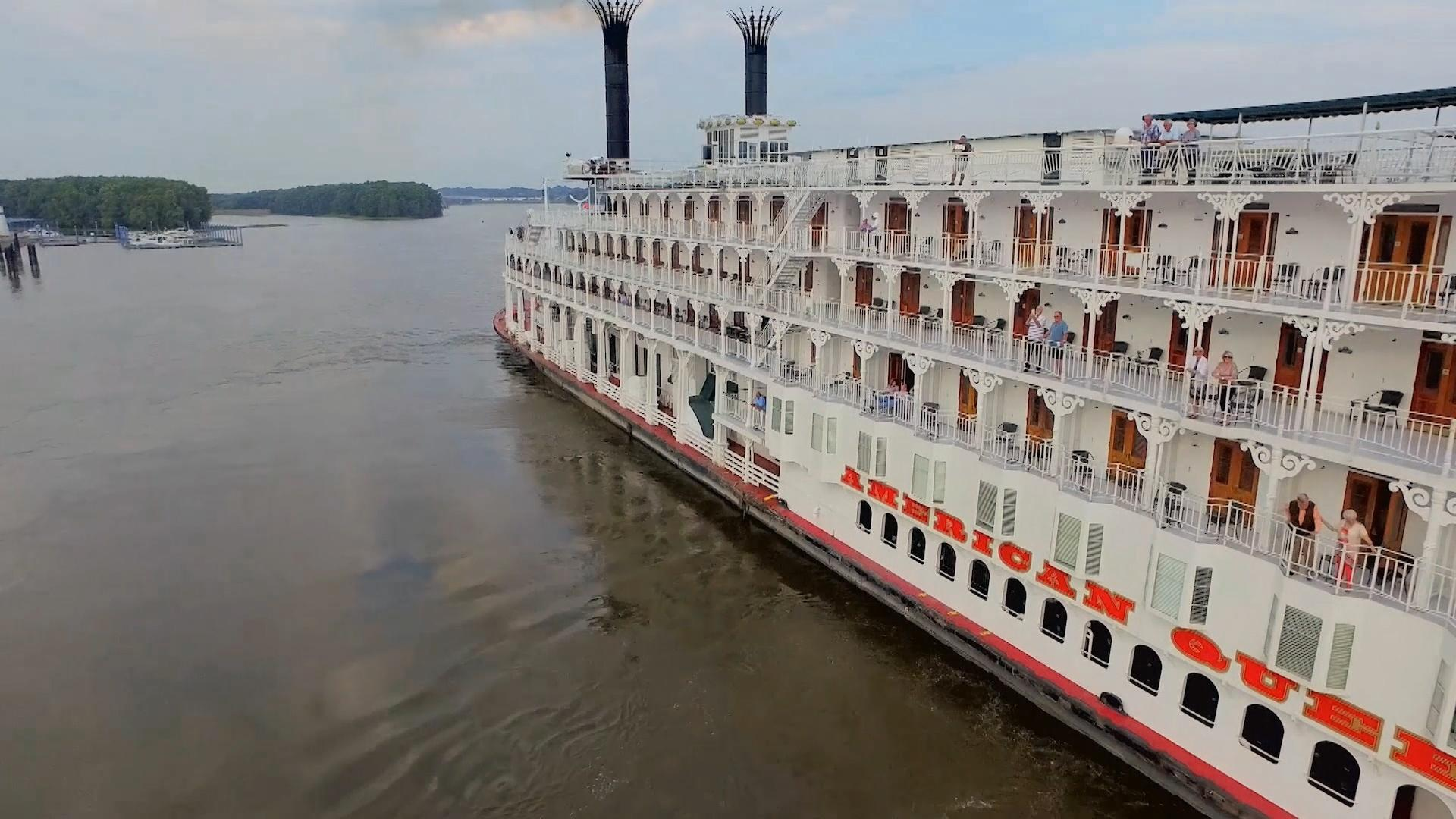 the American Queen sailing down the Mississippi