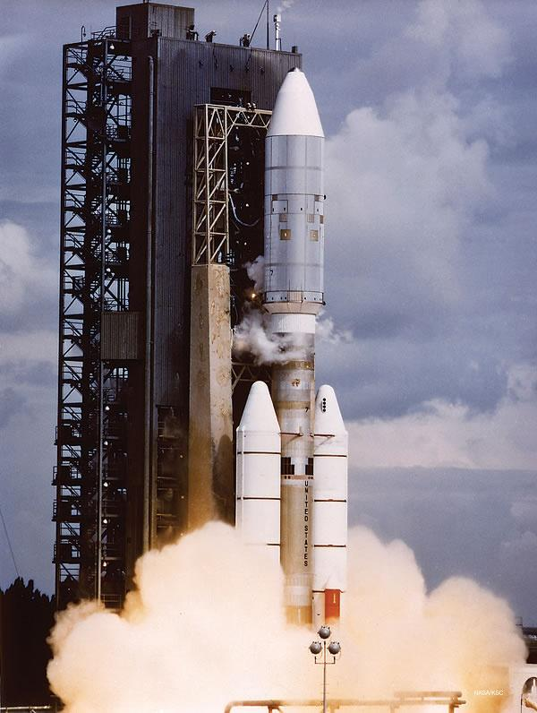 Rocket carrying Voyager lifting off from launch pad
