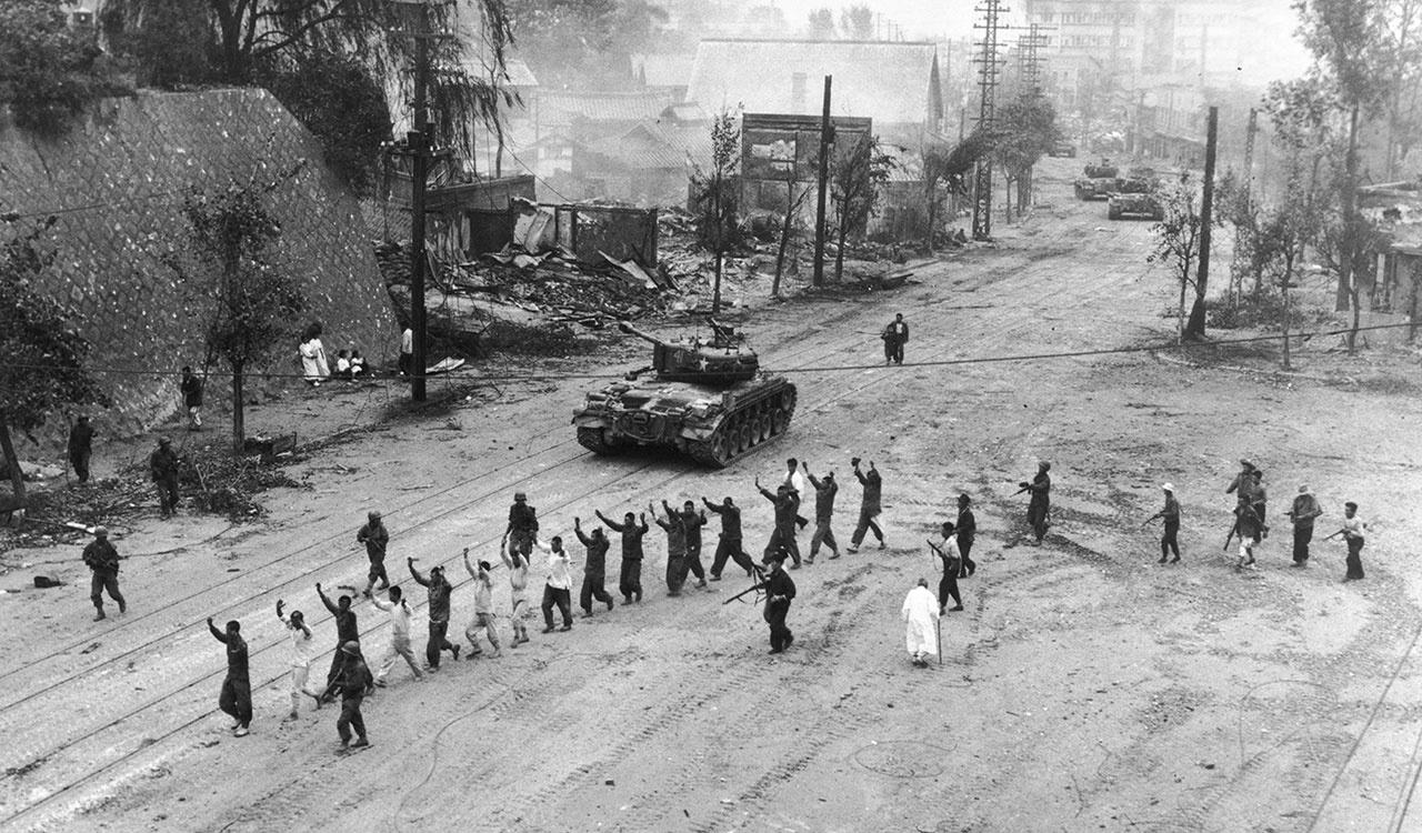 South Korean infantry and irregulars rounding up prisoners in the Seoul area