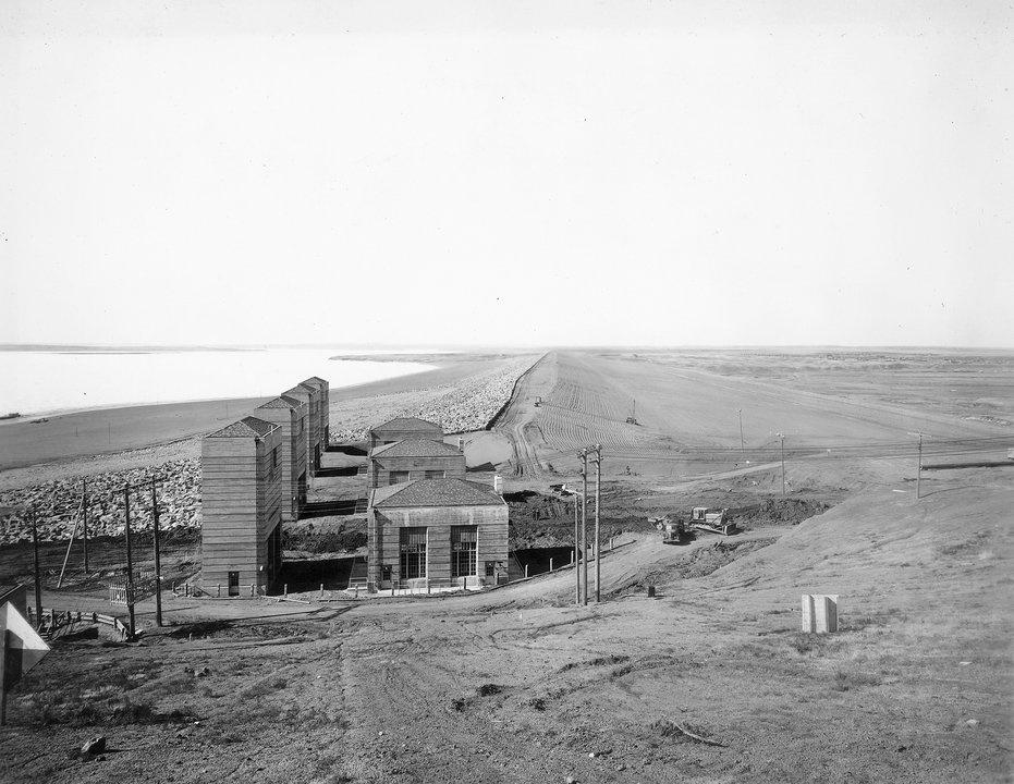 Completion of Fort Peck Dam in 1940