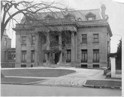 Photo of Gustave Pabst, Sr. Mansion on Terrace in 1925