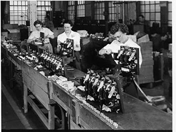 Photo of Women on the Line at Allis-Chalmers in 1940s