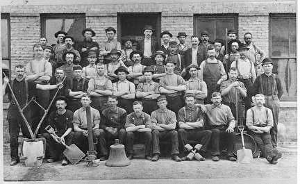 Photo of 1905 Group Portrait of Workers