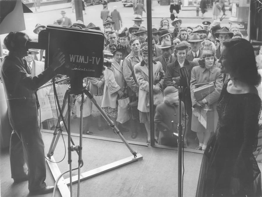 Photo of Crowd Gathers for a 1947 Television demonstration