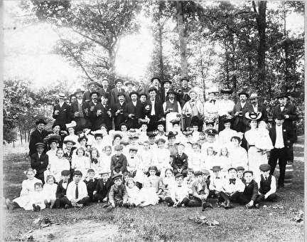 Photo of Fedelia Singers at Kupper's Park in Brown Deer