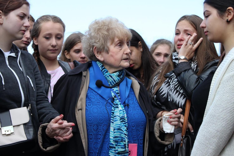 Eva speaking to a group of German girls.