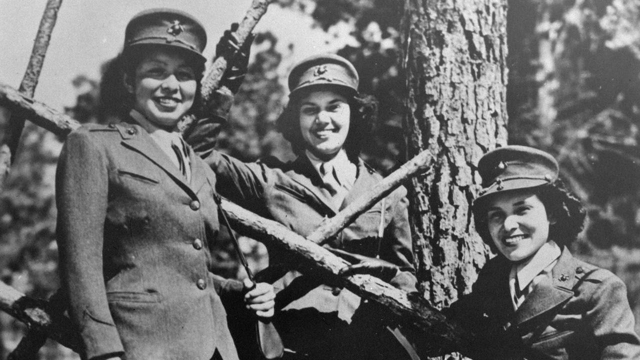 3 Marine Cops Women Reservists