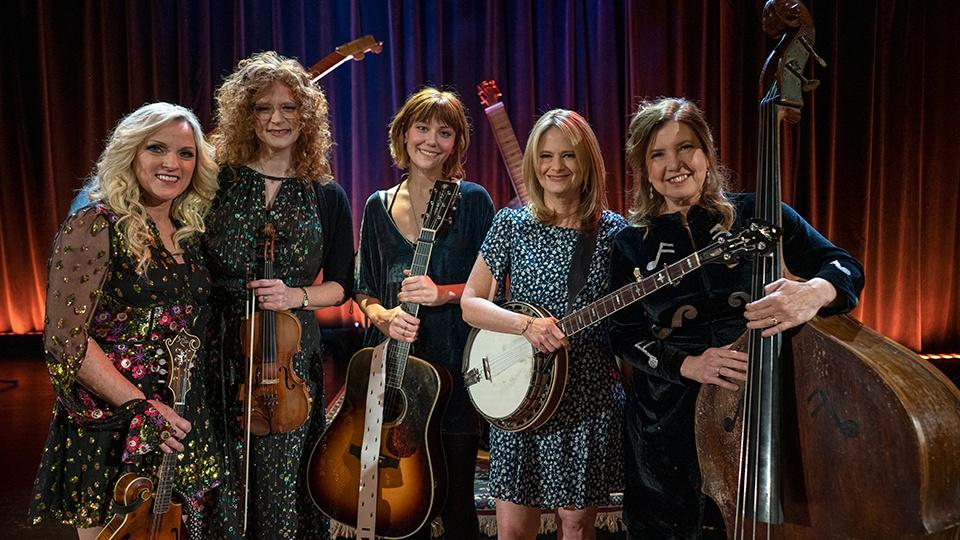 Rhonda Vincent, Becky Buller, Molly Tuttle, Missy Raines, and Alison Brown on stage.