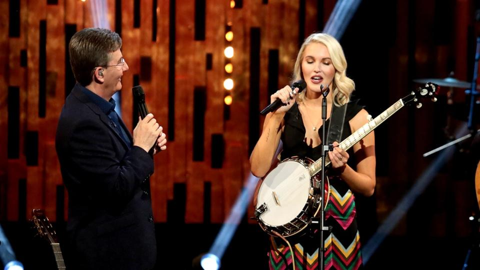 Daniel O'Donnell and Ashley Campbell performing.