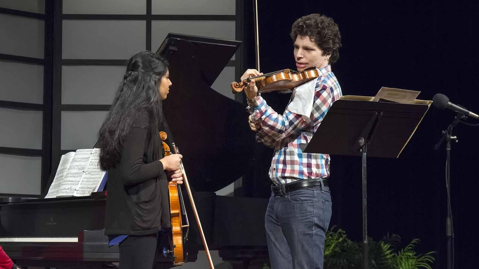 Augustin Hadelich works with Buffalo Suzuki Strings student Arya Pindapralu.