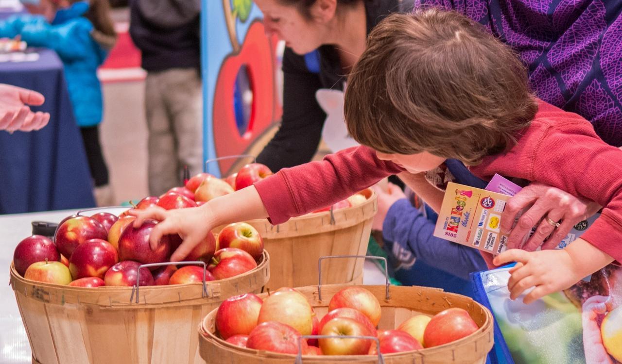 Apples from Lynoaken Farms