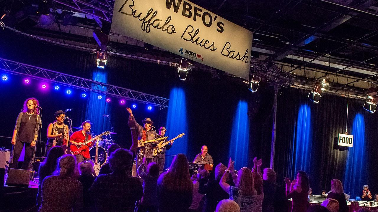 crowd and band at WBFO's Buffalo Blues Bash