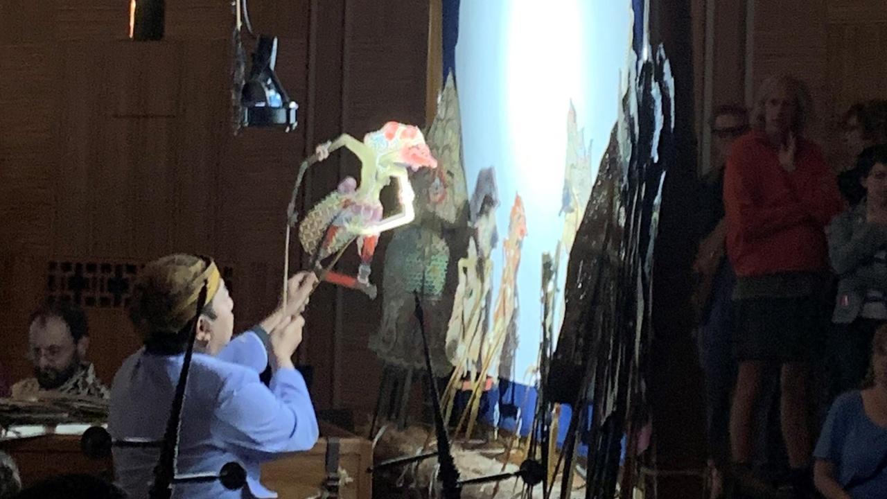 artist performing a Gamelan show