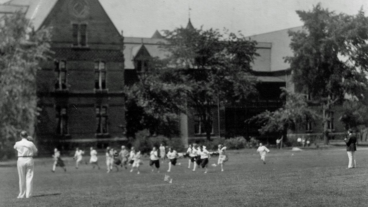 Foot race on the South Lawn