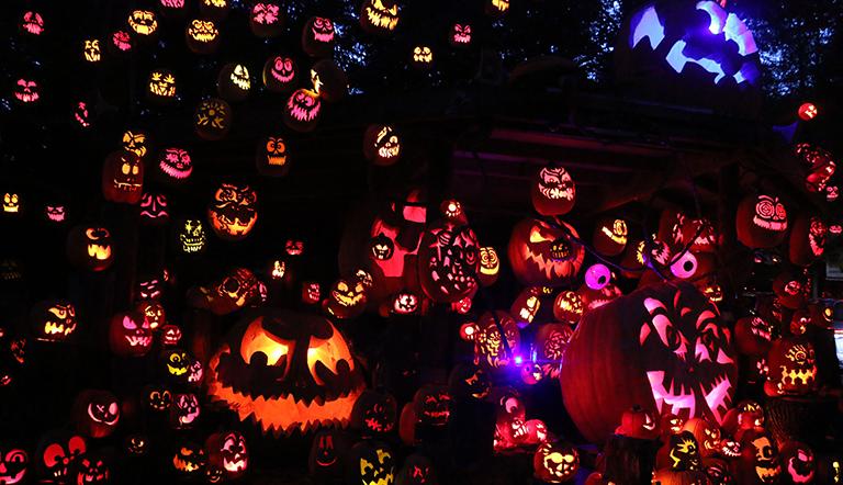 Jack-o-lanterns and pumkins