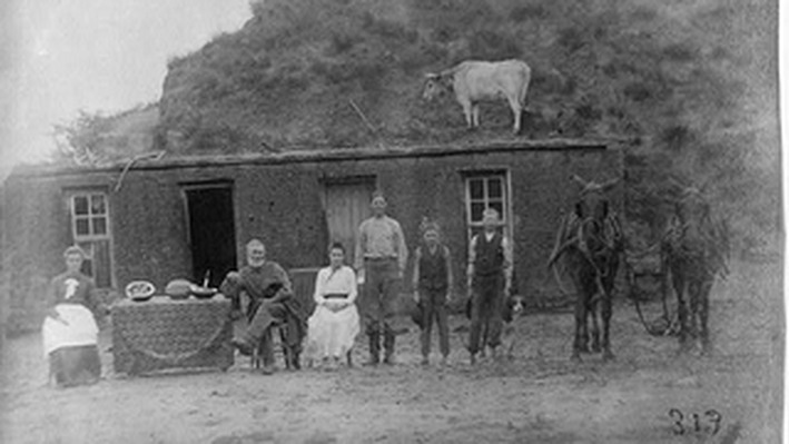 Sylvester Rawding Family and Sod House