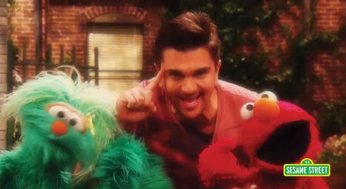 Song: Juanes Sings Muevete | Sesame Street