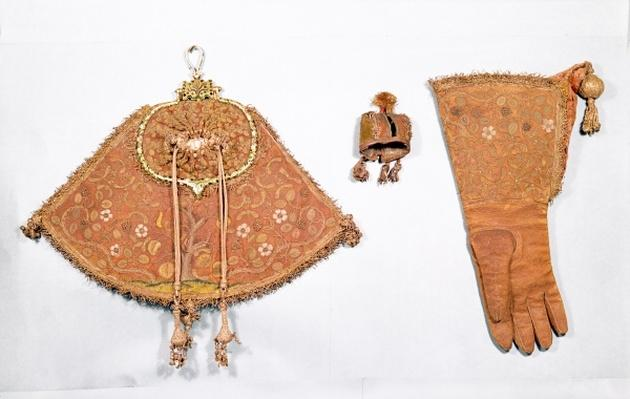 Hawking set of pouch, glove and hood, French, 1600-25