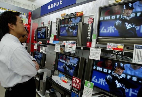 Japanese Fan Watches Ichiro Suzuki | Ken Burns: Baseball - The Tenth Inning