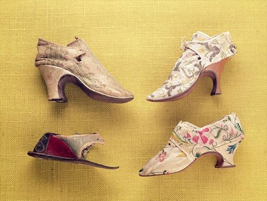 Pair of embroidered shoes, c.1714