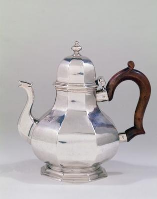 Teapot by Tearle and Lamb, 1718-19