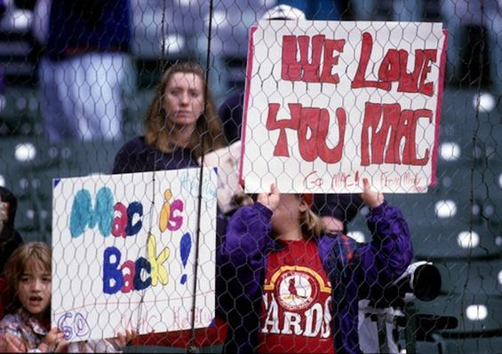 Fans Holding Signs During Home Run Chase | Ken Burns: Baseball - The Tenth Inning