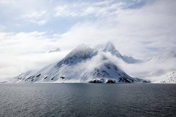 Snowcapped mountain, Spitsbergen, Svalbard archipelago | Animals, Habitats, and Ecosystems