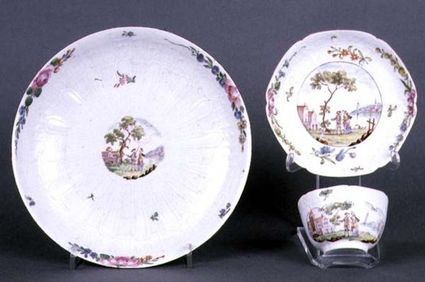 Worcester teabowl and saucer and dish, chinoiserie decoration, c.1750-55